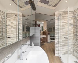 Bäderstudio Passail – Dusche mit trendiger Rückwand